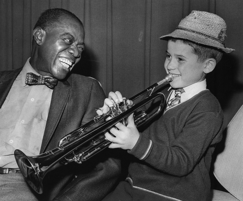 Jazz legend 'Satchmo' instructs a young fan