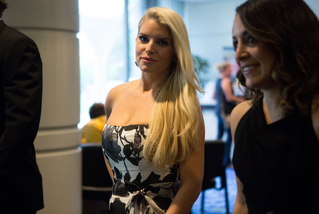 Jessica Simpson arrives at the 100th Annual White House Correspondents' Association Dinner