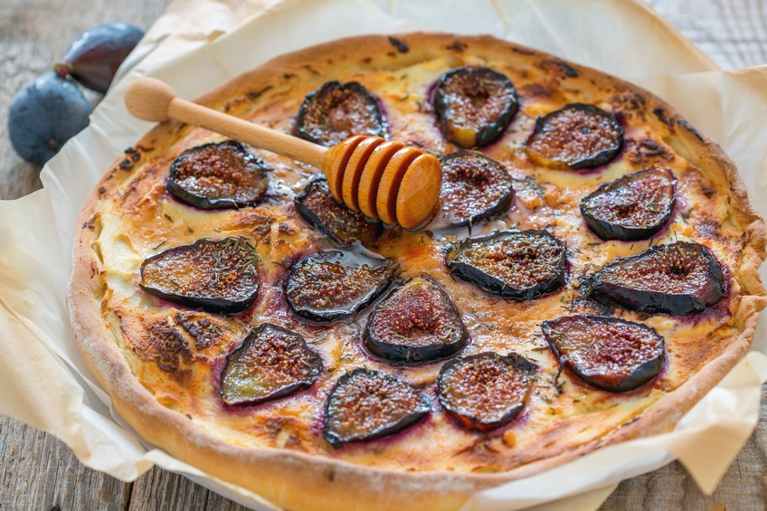 Pizza with figs