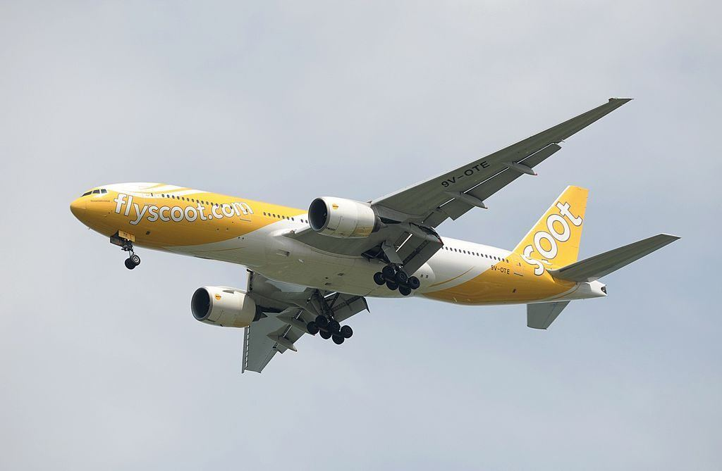 Scoot airplane with Singapore Airlines