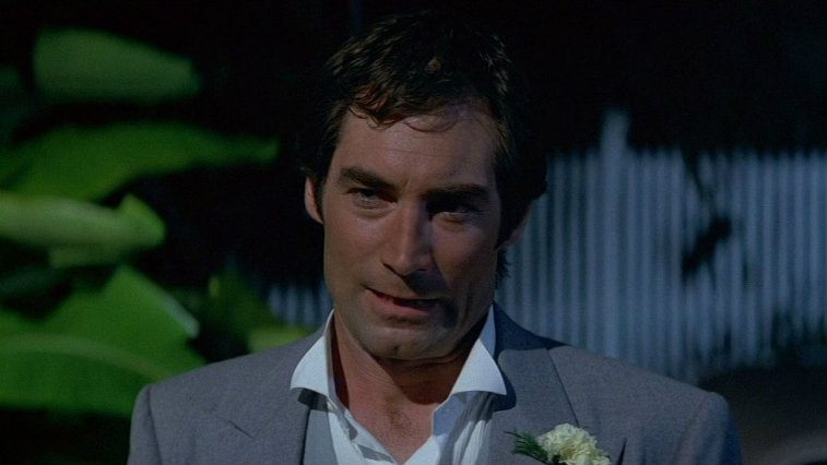 Timothy Dalton wears a suit in Licence to Kill