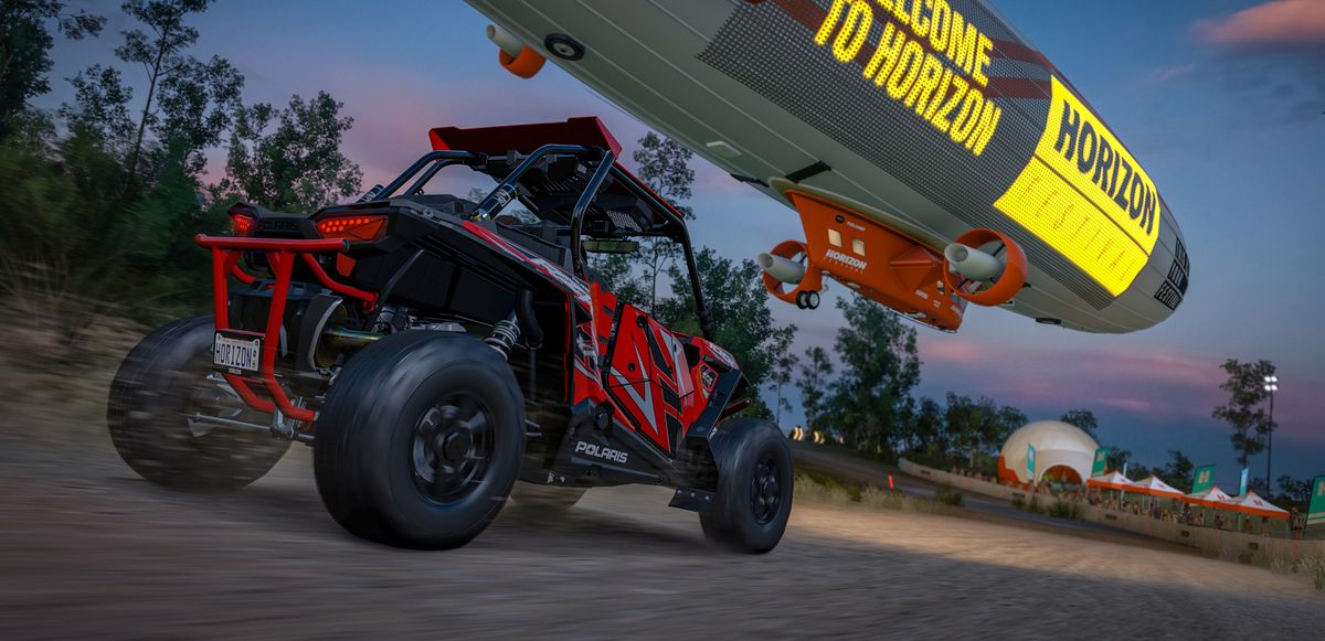 Racing a blimp in Forza Horizon 3