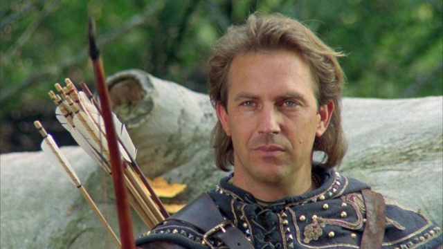Kevin Costner with arrows in his pack in Robin Hood: Prince of Thieves