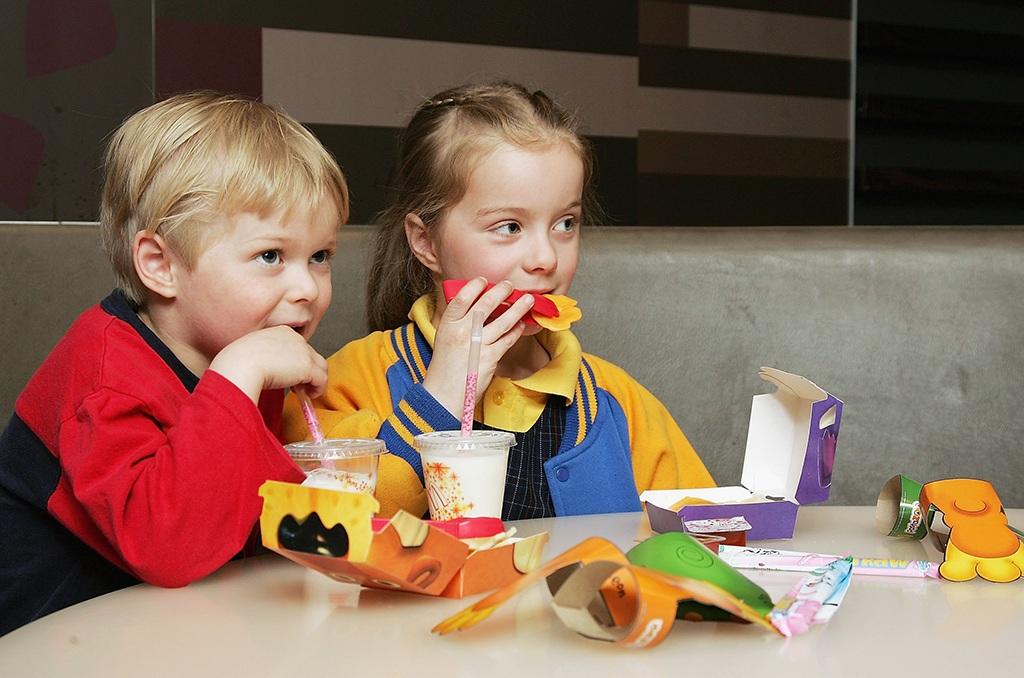 Children eating their snacks