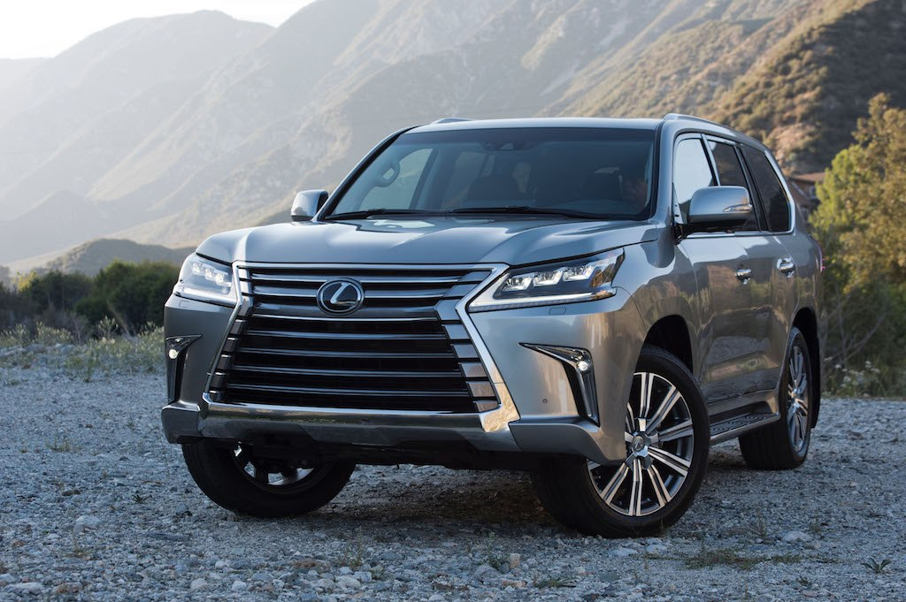 toyota land cruiser vs lexus lx buy this not that. Black Bedroom Furniture Sets. Home Design Ideas