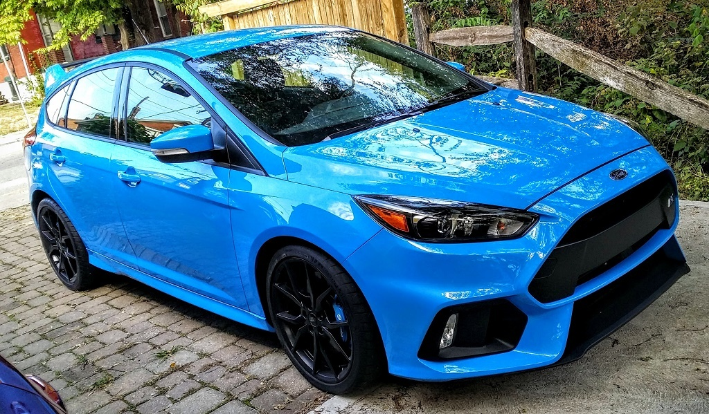 A blue Ford Focus RS