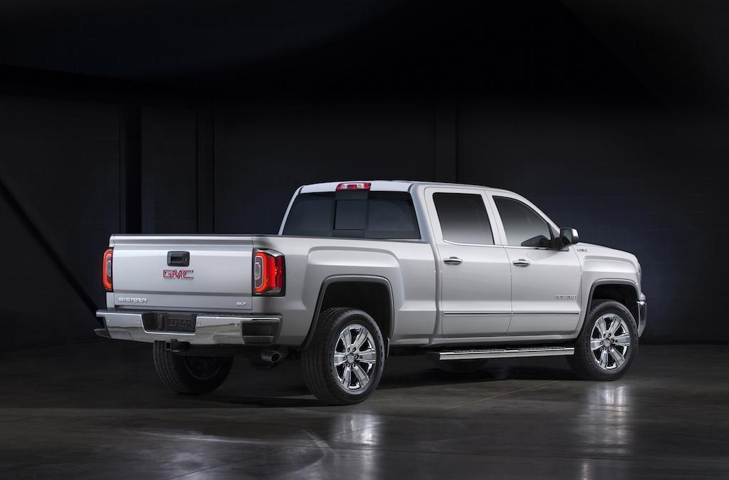 chevy silverado 1500 vs gmc sierra 1500 buy this not that. Black Bedroom Furniture Sets. Home Design Ideas