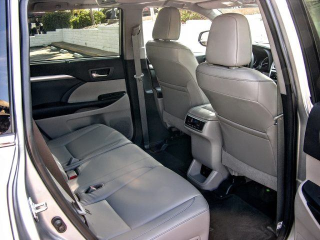 quick drive 2017 toyota highlander gets more than just a nose job. Black Bedroom Furniture Sets. Home Design Ideas