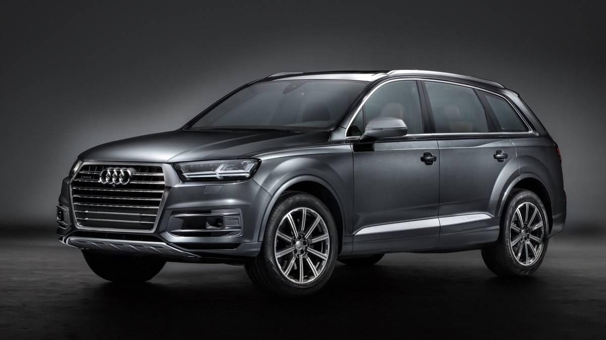 Gray 2017 Audi Q7 on display.