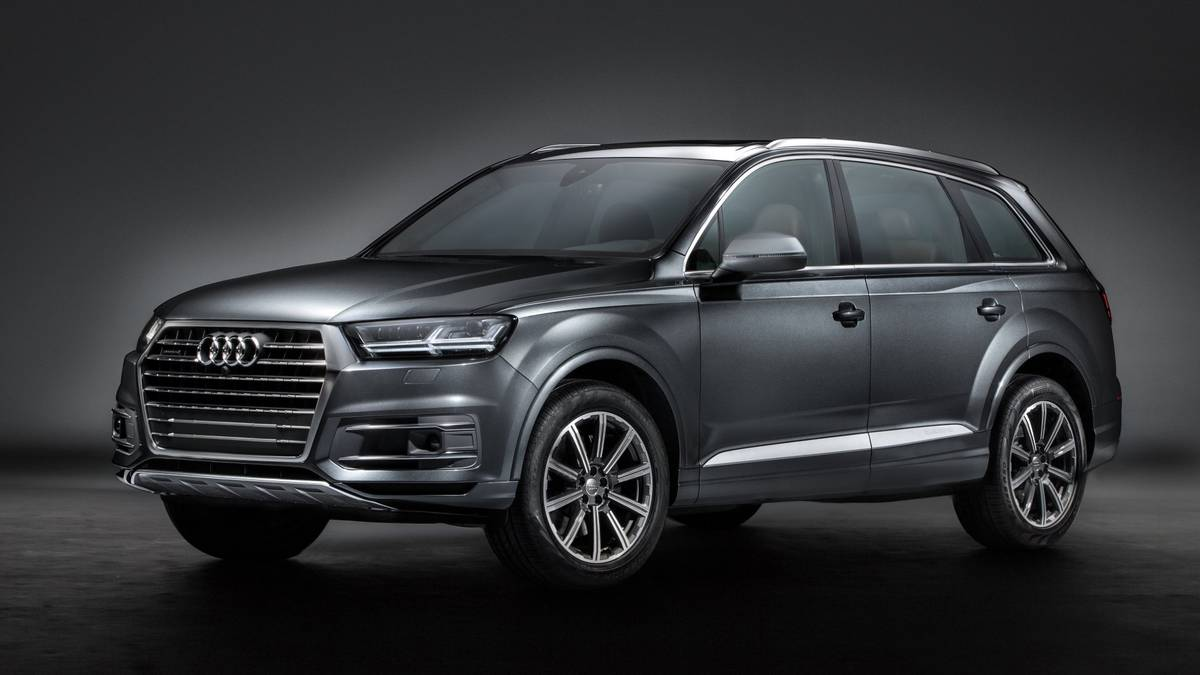 Gray 2017 Audi Q7 on display.