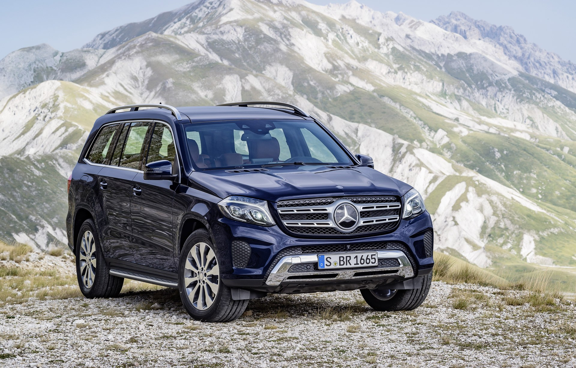 2017 Mercedes-Benz GLS parked in front of a picturesque mountain.