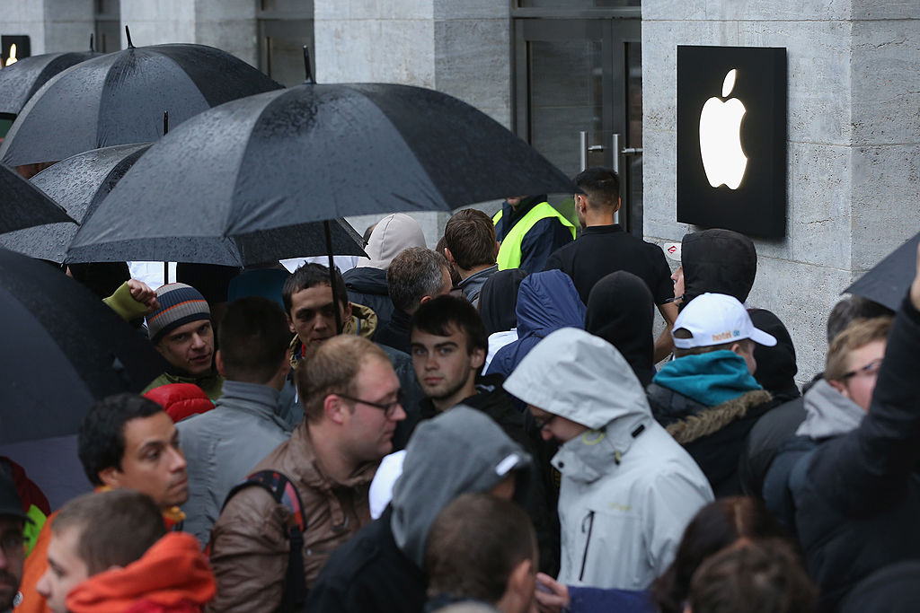 People line up outside the Berlin Apple Store to buy the new Apple iPhone 5S and 5C