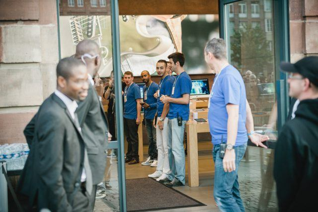 Apple manager looking over the Apple Store team