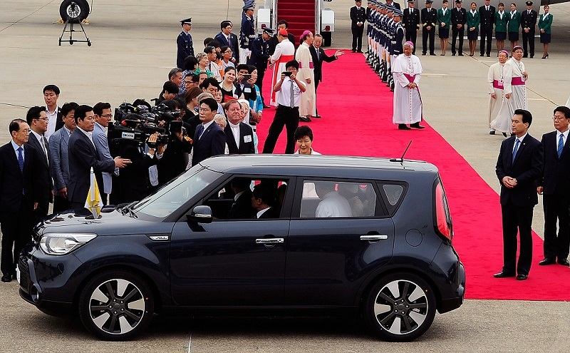 SEOUL, SOUTH KOREA - AUGUST 14: Pope Francis (inside a car) arrives at Seoul military airport on August 14, 2014 in Seoul, South Korea. Pope Francis is visiting South Korea from August 14 to August 18. This trip is the third trip abroad for the pope following Brazil and the Middle East. This is the third pontifical visit to South Korea. (Photo by Song Kyung-Seok-Pool/Getty Images)