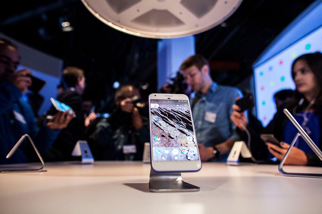Google's Pixel phone vs. Apple's iPhone 7 and iPhone 7 Plus