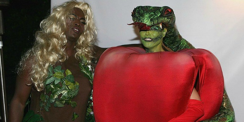 Heidi Klum and Seal does as Eve and the apple