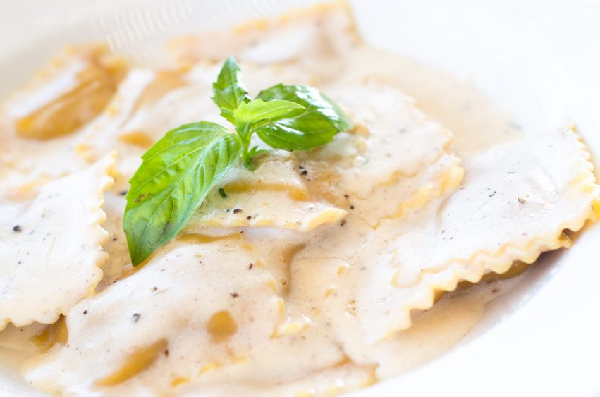 cheese ravioli in alfredo sauce