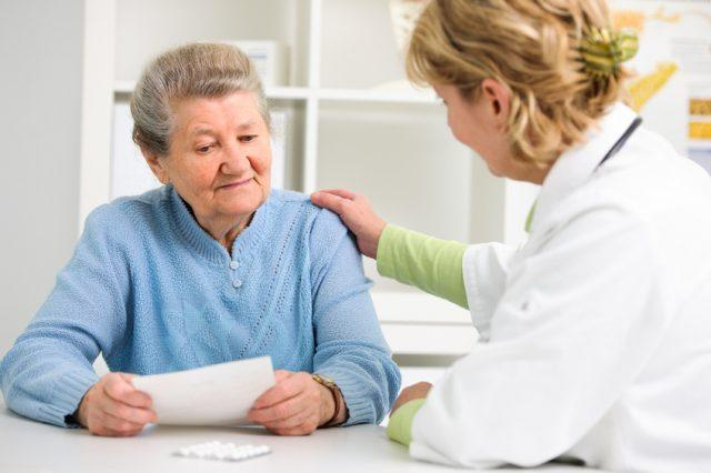 Patient tells the doctor about her health