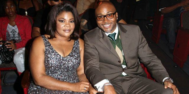 Mo'Nique and Sidney sit at an awards show.