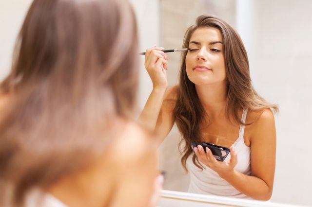 woman applying eyeshadow