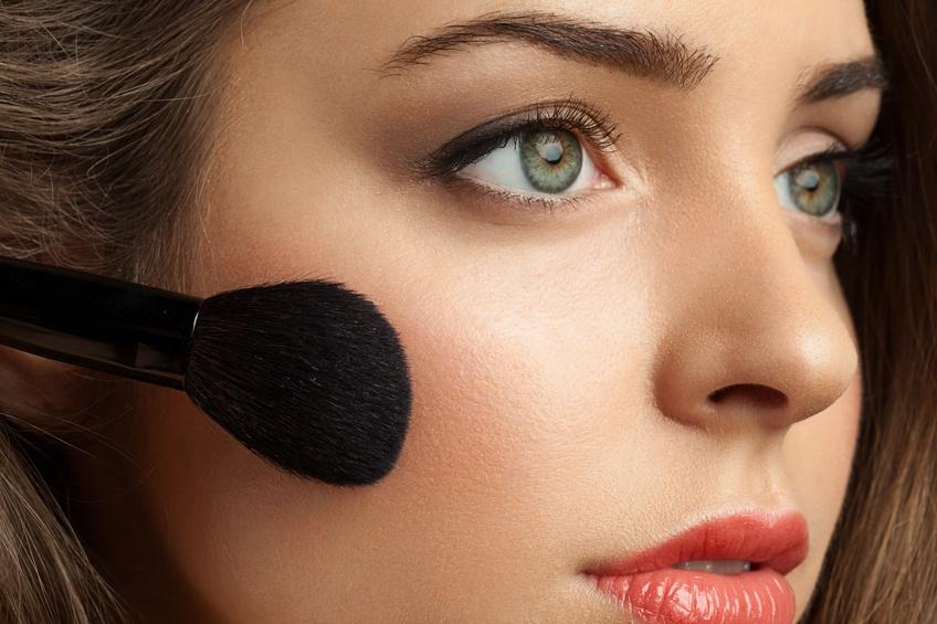 woman face powders