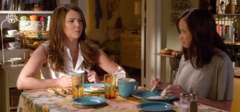 Two women at a kitchen table in Gilmore Girls: A Year in the Life
