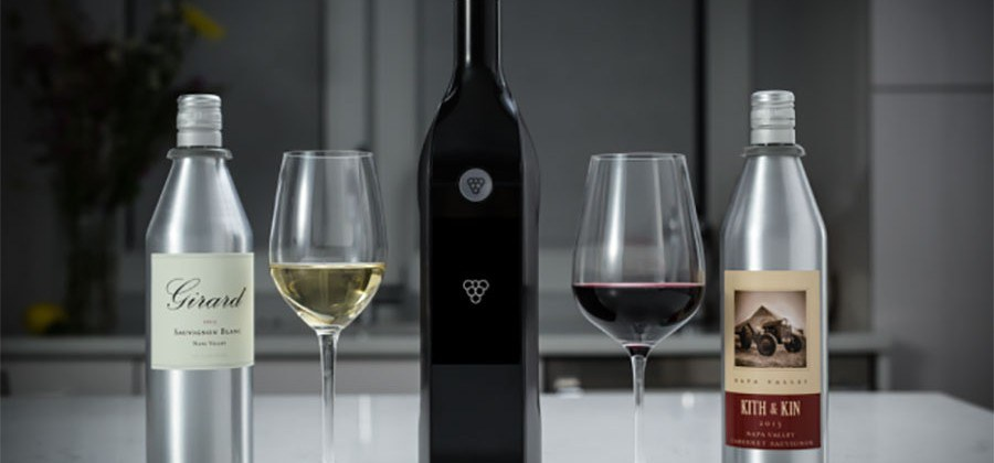 Kuvée wine dispenser with wine glasses