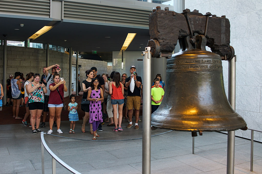 People visit the Liberty Bell n Philadelphia, Pennsylvania