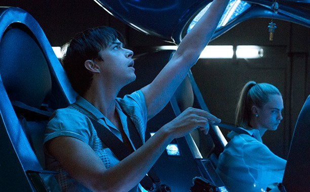 Cara Delevingne and Dane DeHaan in Valerian and the City of a Thousand Planets