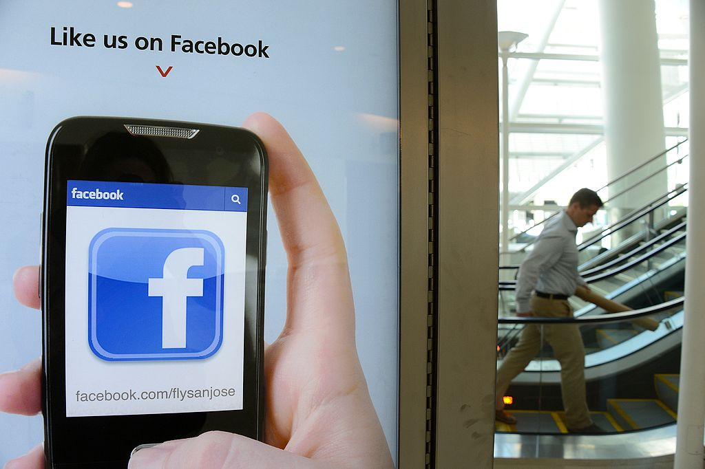 """An advertisement for San Jose International Airport suggests to users to """"like"""" the airport's Facebook page"""
