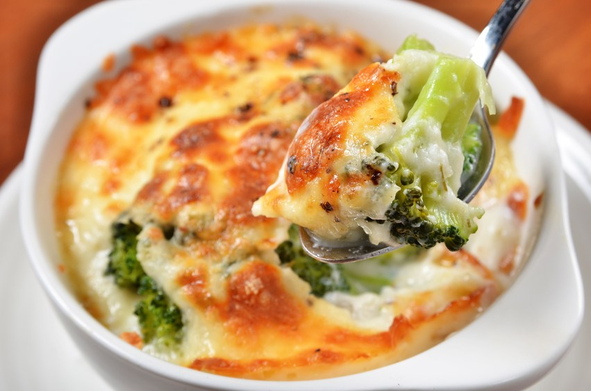 Broccoli gratin with cheese