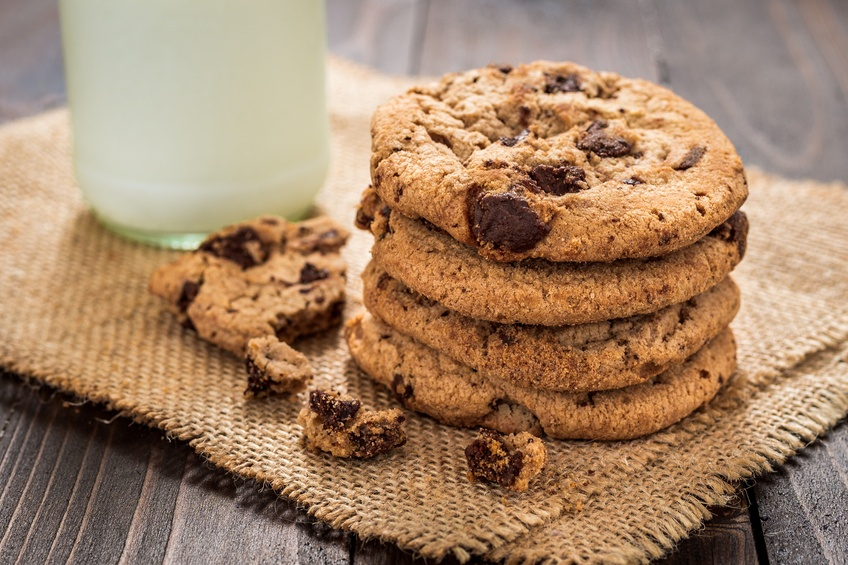 Chocolate chip cookies with milk