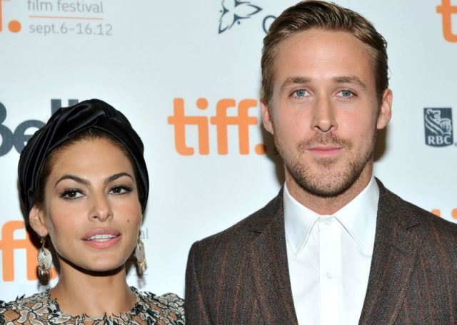 Ryan Gosling and Eva Mendes posing together on a red carpet.