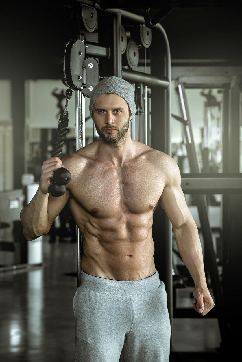 bodybuilder doing triceps