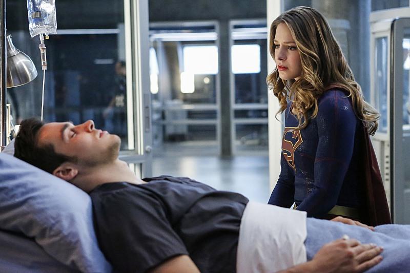 Mon-El and Kara on Supergirl Season 2