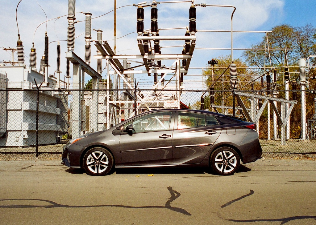 the prius plus four is toyota 39 s big green middle finger to. Black Bedroom Furniture Sets. Home Design Ideas
