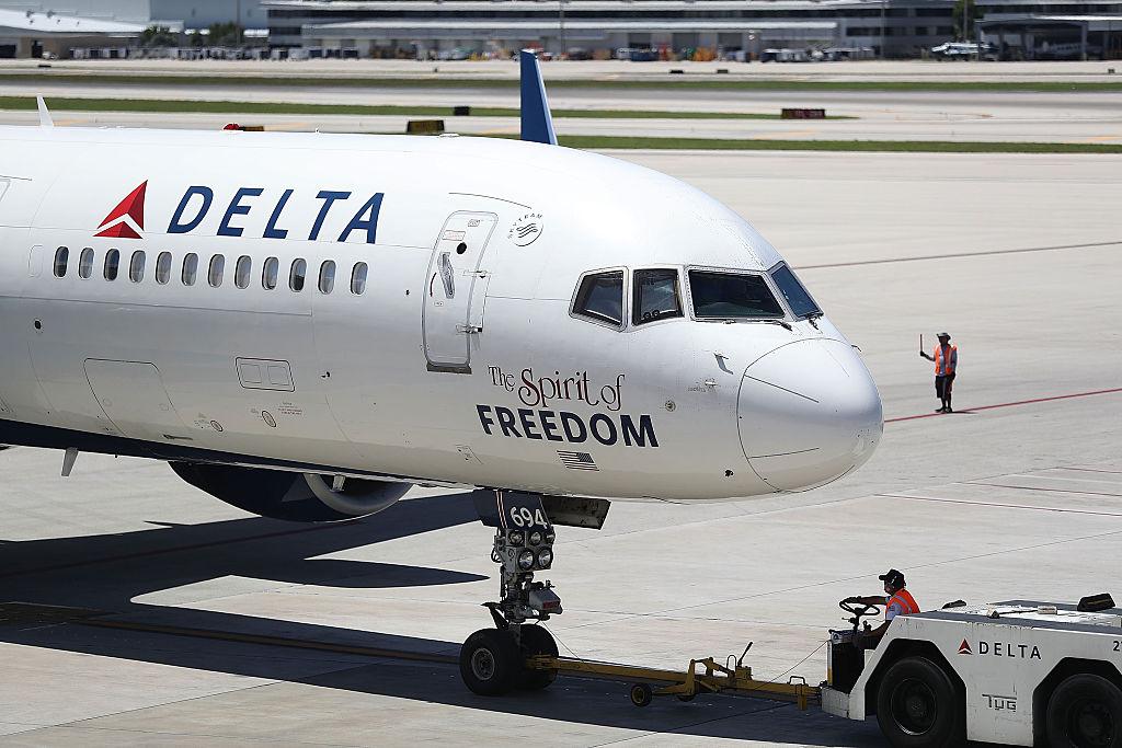 delta airlines jet