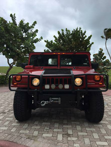 A front view of a 2006 Hummer H1