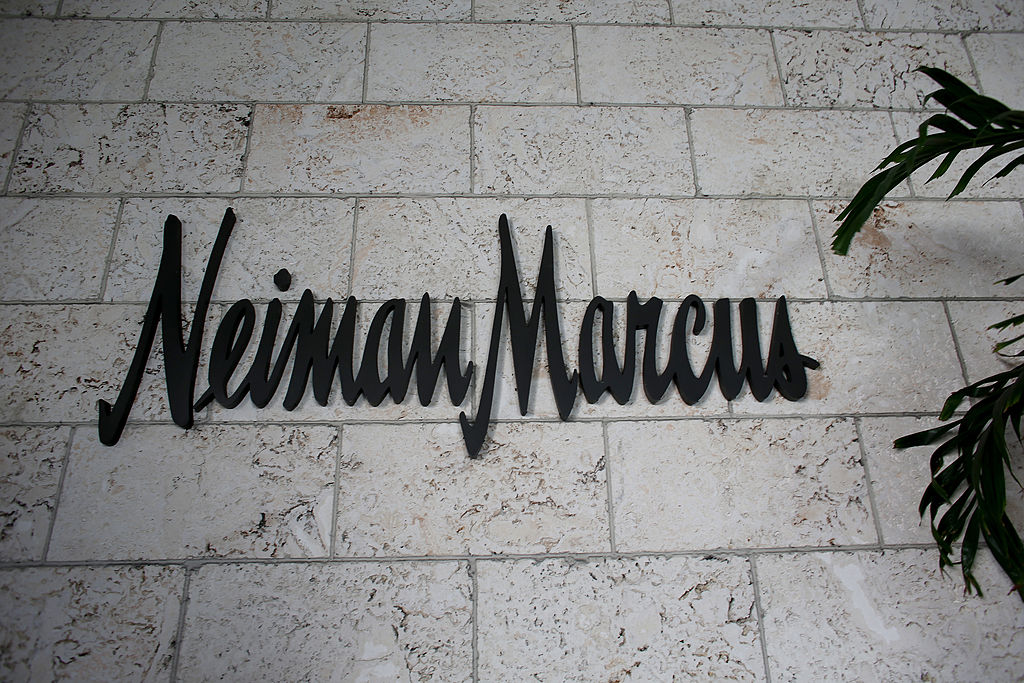 customer focus at neiman marcus Current employee - customer care associate in irving, tx  this is not just  neiman marcus sales  stop hiring everyone and their mom at christmas time  and instead focus on better training your existing employees and.