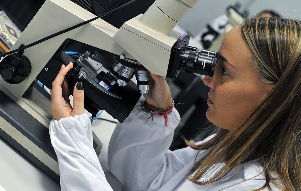 woman using microscope