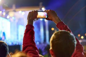 8 Reasons Psychologists Warn Not to Take So Many Photos