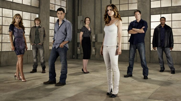 The cast of Dollhouse pose in an empty room