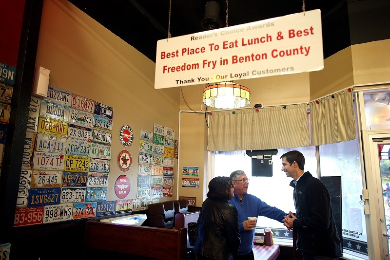 U.S. Rep. Tom Cotton (R) (R-AR) talks with patrons in a Bentonville cafe