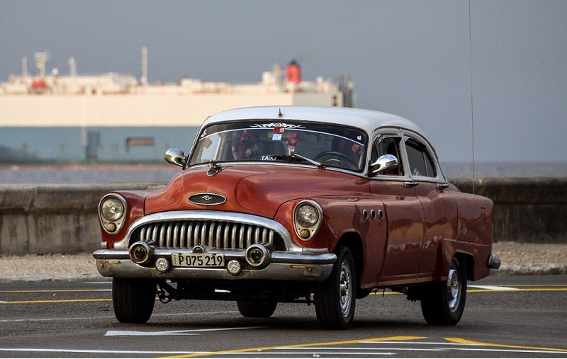 An American classic car drives along Havana's waterfront, on March 19, 2016. Political and economic reforms in Cuba will be a no-go area during talks between Cuban leader Raul Castro and US President Barack Obama, Cuban Foreign Minister Bruno Rodriguez said Thursday. Obama will be on Sunday the first sitting US president to visit Cuba since 1928, capping his historic policy of ending a bitter standoff that has endured since Fidel Castro's overthrow of the US-backed government of Fulgencio Batista in 1959.