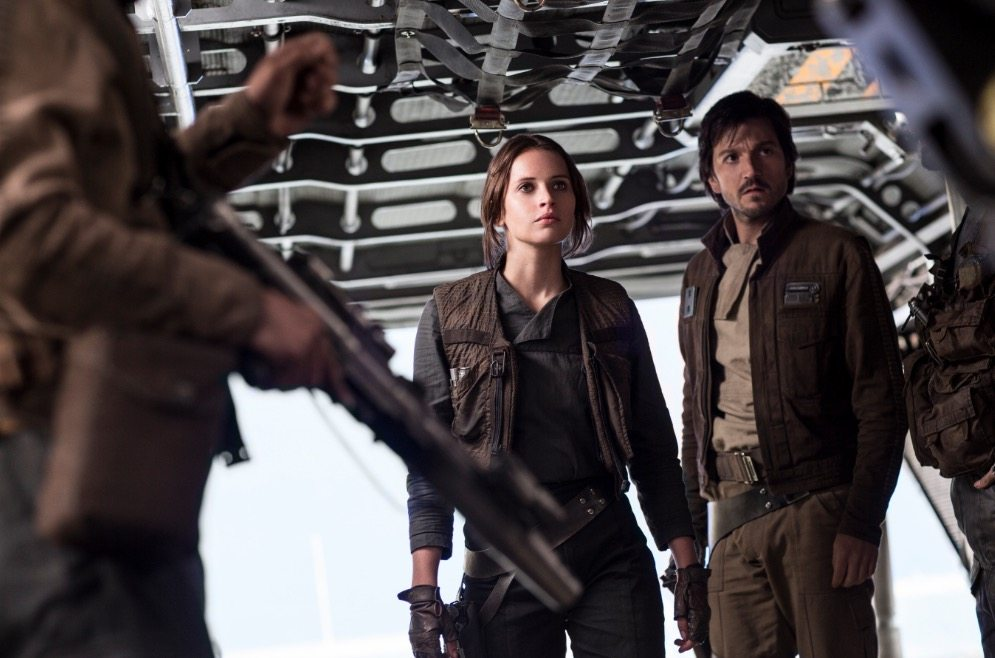Felicity Jones stands next to a man in Rogue One: A Star Wars Story