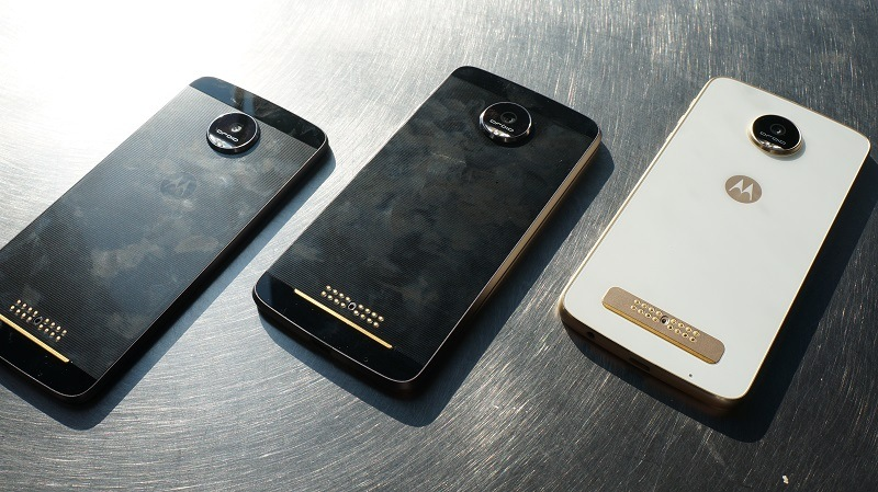 3 Moto Z smartphones without back covers