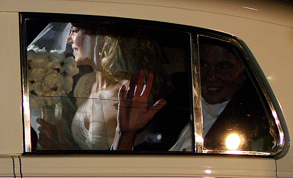 Nicole Kidman (L) arrives for her wedding to Keith Urban with her father Antony