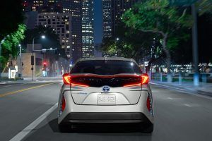 Toyota Offers to Share Hybrid Technology With Rivals