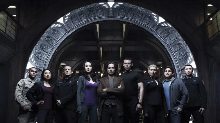The cast of Stargate Universe pose together