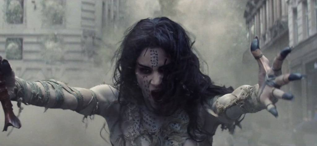 Sofia Boutella in The Mummy, screaming and with her clawed hands splayed out